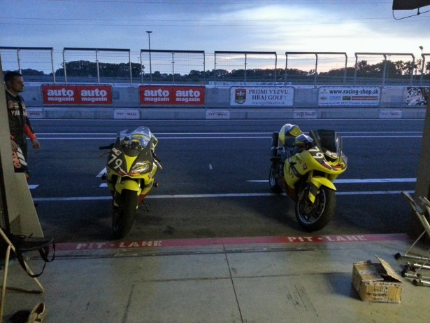 German und Czech Endurance Slovakiaring Sonnenaufgang SKring Team Brainracing